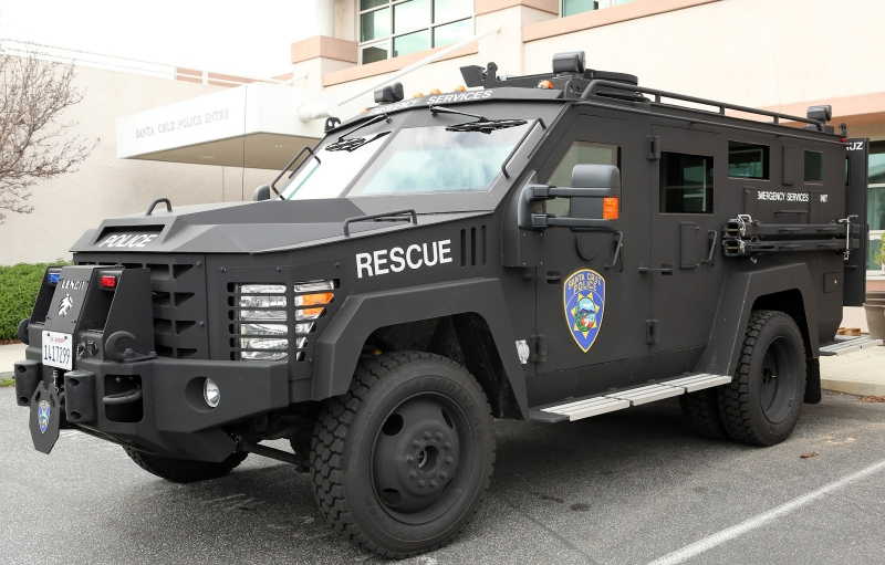 800_lenco_bearcat_santa_cruz_police_armored_vehicle_1.jpg