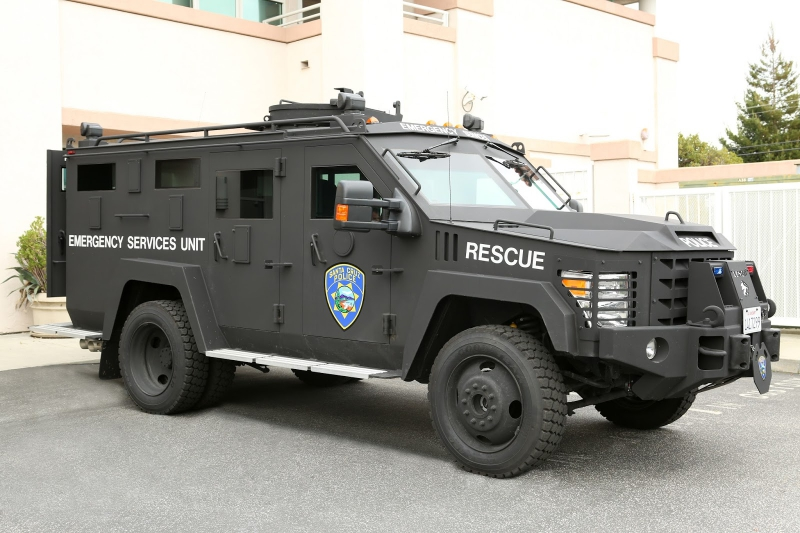 800_lenco_bearcat_santa_cruz_police_armored_vehicle_2.jpg