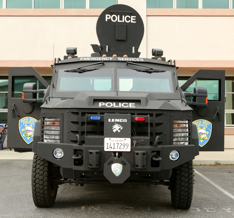 800_lenco_bearcat_santa_cruz_police_armored_vehicle_5.jpg