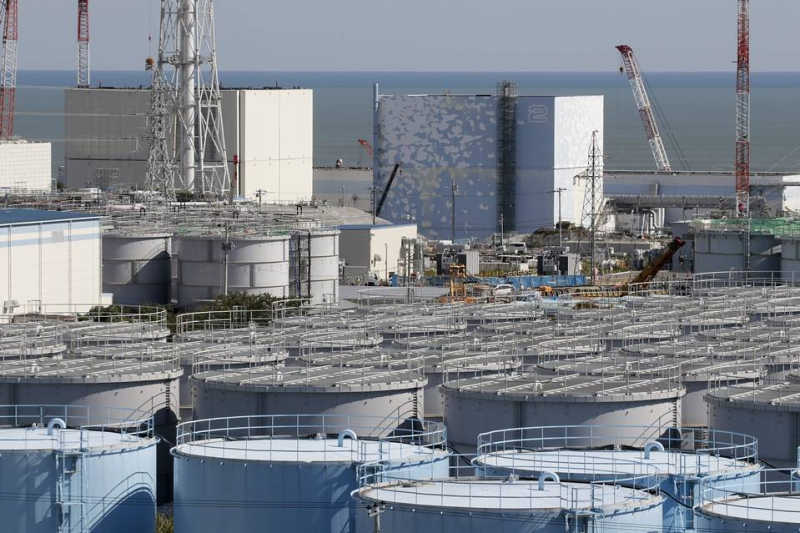 800_japan_fukushima_tanks_plant_.jpg