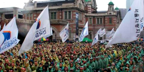 korean_railway_workers_union_strike_rally_seoul_12-19-13.jpg