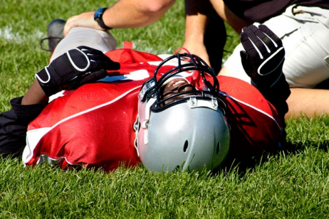 480_injured-football-player-athletic-trainer.jpg original image (800x450)