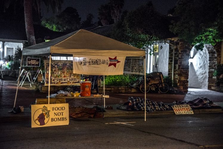 sm_freedom-sleepers-1-santa-cruz-city-hall-food-not-bombs.jpg