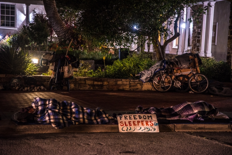 sm_freedom-sleepers-4-santa-cruz-city-hall.jpg