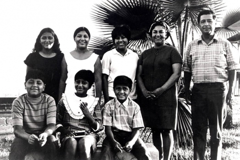 480_helen_fabela_chavez_cesar_family_united_farm_workers_forty_acres_delano_1.jpg original image (1048x720)