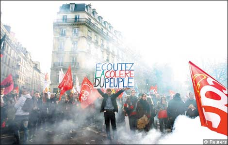 french_protester_with_sign.jpg