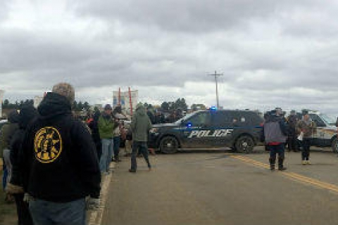 480_police-dakota-access-pipeline_1.jpg