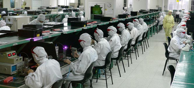 china_foxconn_workers_assembly_line.jpg
