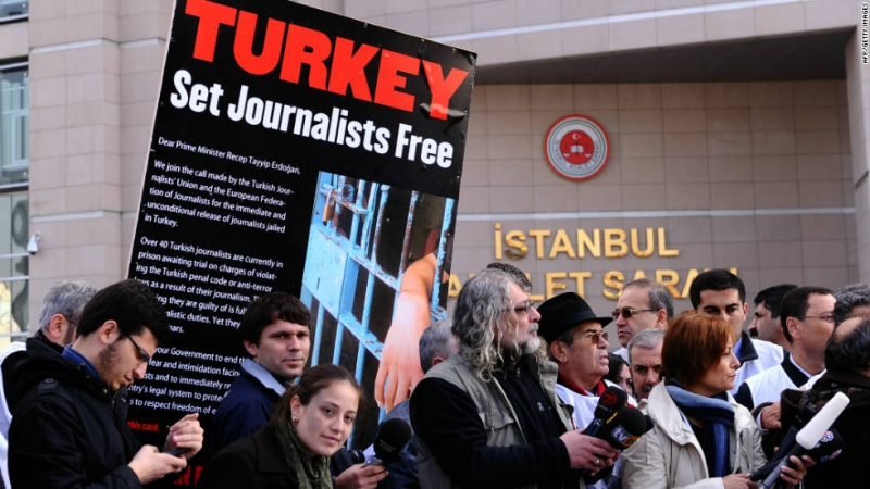 sm_turkey_journalists_set_free.jpg