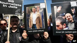 turkey_journalists_protest_repression_of_nedim_sener___ahmet_sik.jpg