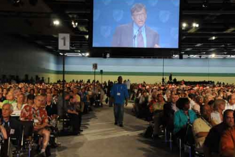 480_weingarter__gates_randi_aft_pres_invited_union_buster_privatizer_gates_to_2010_convention.jpg