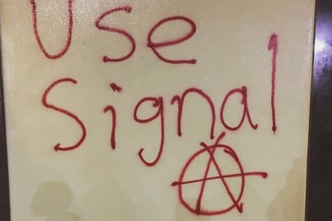 480_use-signal-graffiti-tag.jpg