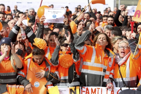 480_spanish_dockworkers_protest_deregulation.jpg