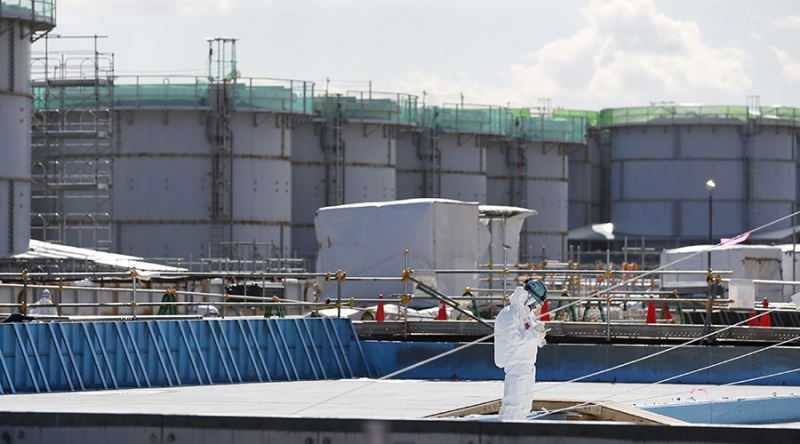 sm_japan_fukushima_tanks.jpg