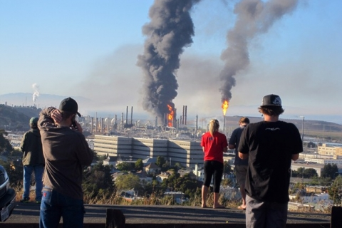 480_chevron_richmond-chevron-refinery_fire_watching-fire-aug-6-2012-e1381443824890.jpg