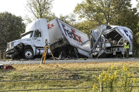 480_fedex_truck_wrecks_off_road_deaths.jpeg