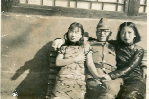 480_japanese_soldier_with_women.jpg