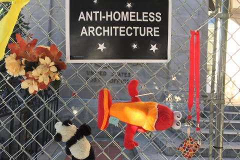 480_anti_homeless_fence_decorating_party_downtown_post_office_santa_cruz_1.jpg