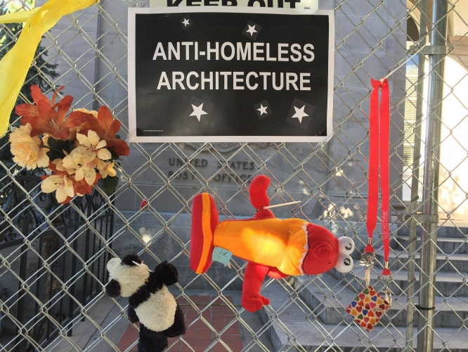 sm_anti_homeless_fence_decorating_party_downtown_post_office_santa_cruz.jpg