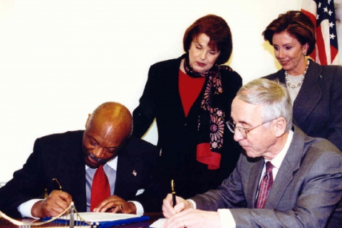 480_pelosi_brown_feinstein_transfer_hunters_point_jan_20012.jpg