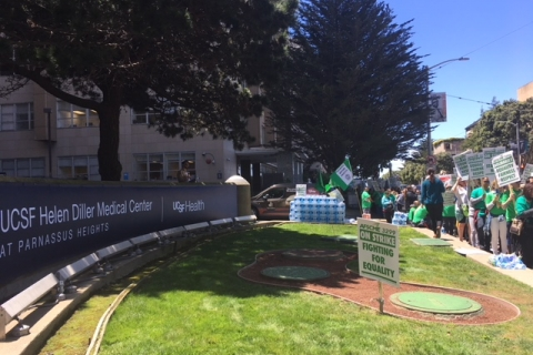480_afscme3299_strikers_in_front_of_hospital5-718.jpg