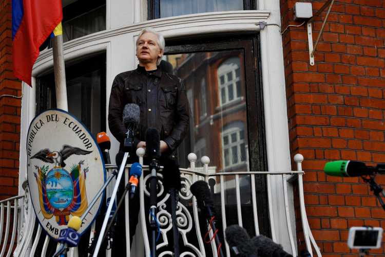 sm_assange_julian_at_ecuadian_uk_embassy.jpg