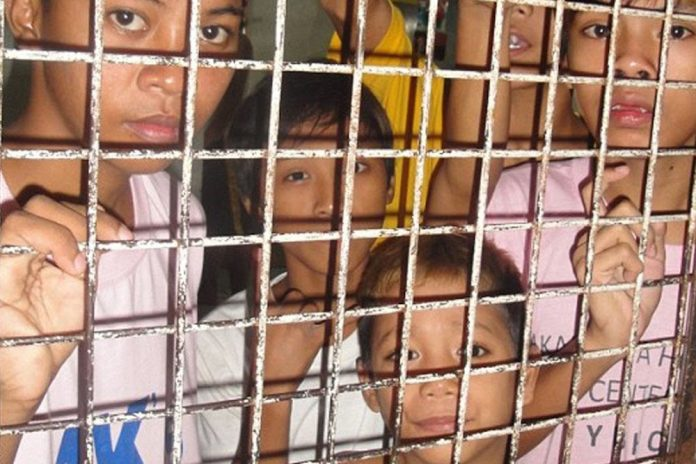 children-cages-696x464.jpg