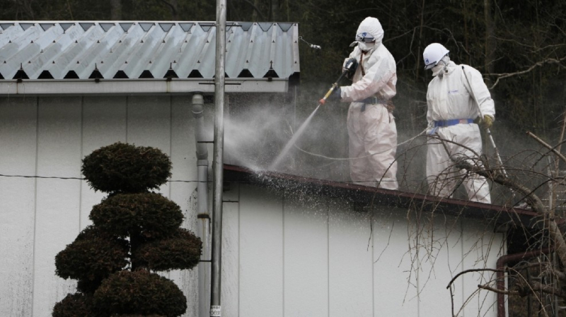 sm_fukushima_cleaning_roof_5_years_after.jpg