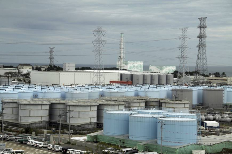 sm_japan_fukushima_900_water_tanks.jpg