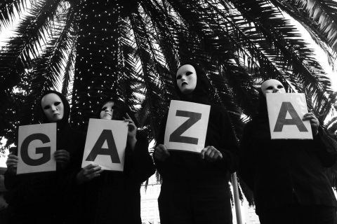 480_gaza_masks_palm_1.jpg