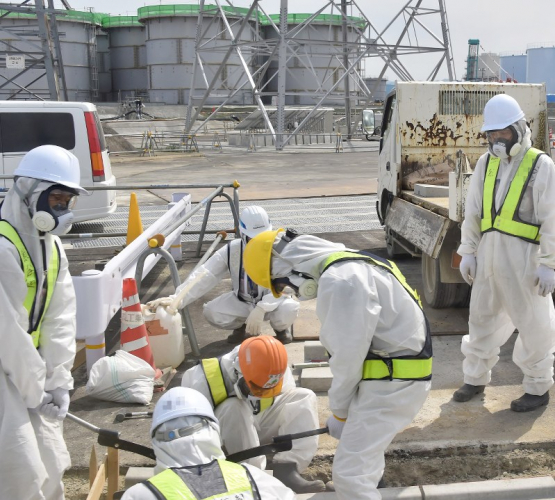 sm_fukushima_workers_decomissioning_plant_with_masks.jpg