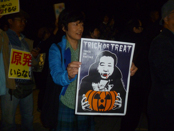sm_japan_trick_or_treat_in_tokyo_on_oct_26_at_anti-nuke_rally.jpg