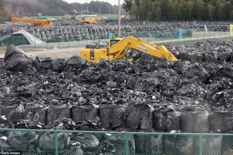 480_japan_fukushima_bag_radioactive_dump_site.jpg