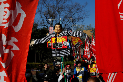 480_abe_protested_by_doro-chiba_in_japan.jpg