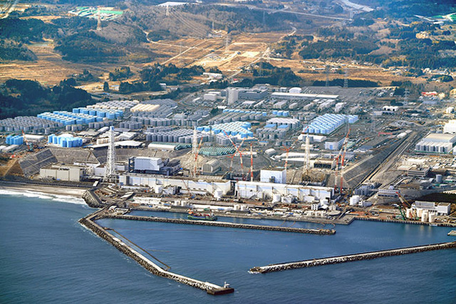japan_fukushima_plant_with_tanks.jpeg