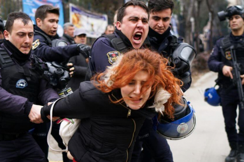 480_turkey_academic_attacked_by_police.jpg