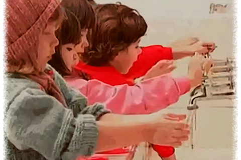 480_brazilian_children_washing_hands.jpg