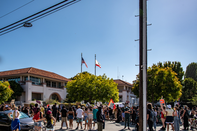 sm_anti_fourth_of_july_block_part_march_santa_cruz_4th_2020_-_4_police_department_station.jpg
