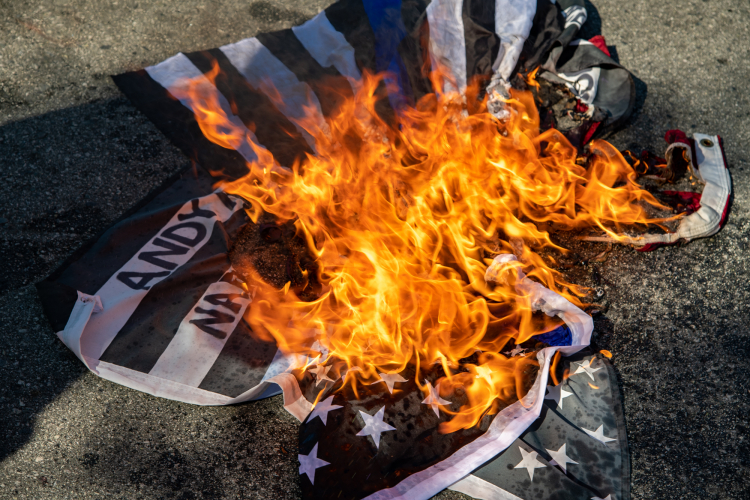 sm_anti_fourth_of_july_block_part_march_santa_cruz_4th_2020_-_7_andy_mills_thin_blue_line_police_flag_burn.jpg