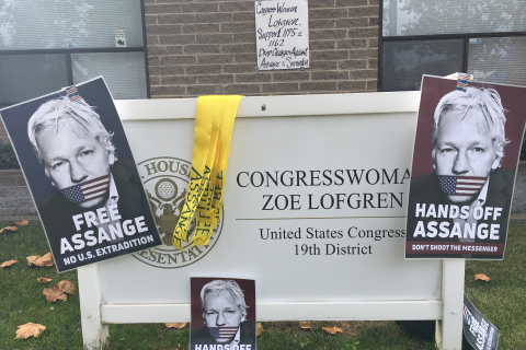 480_assange_lofgren_signs_12-11-20.jpg